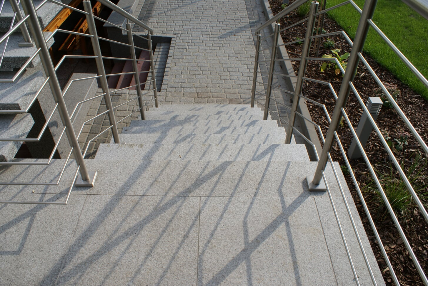 Zalety schodów granitowych